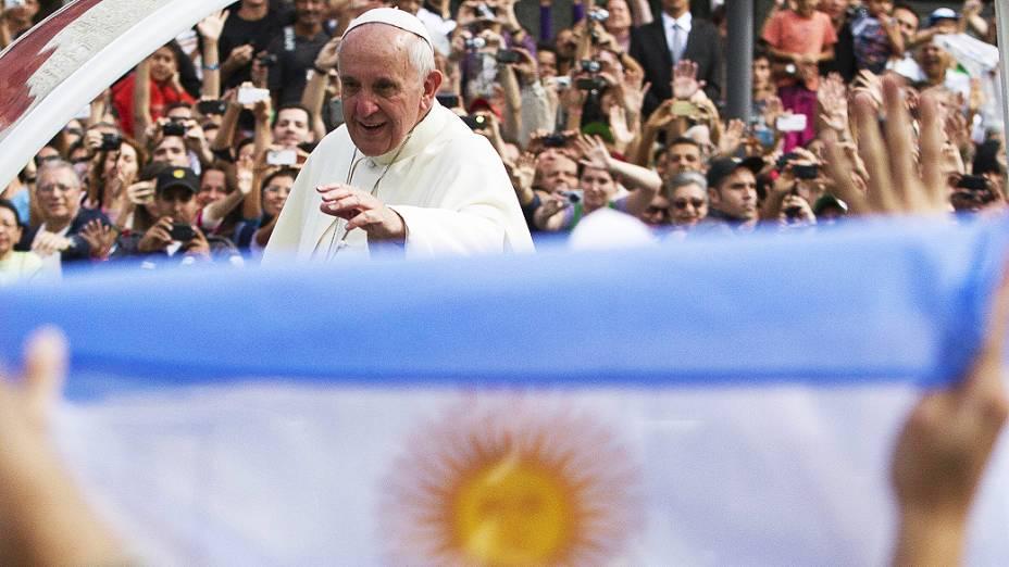 O papa Francisco durante o trajeto para palácio episcopal São Joaquim, na Glória