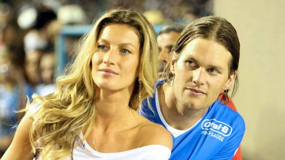 Tom Brady e a esposa Gisele Bündchen durante desfile de Carnaval no Rio de Janeiro
