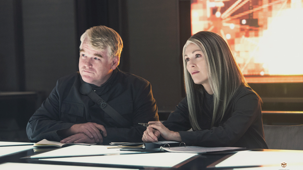 Philip Seymour Hoffman e Julianne Moore em Jogos Vorazes: A Esperança - Parte 1