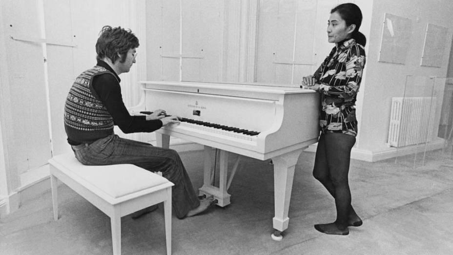 John Lennon com Yoko Ono durante as gravações do filme <em>Imagine</em> em 1971