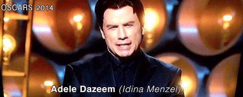 John Travolta teve dificuldades em pronunciar o nome de Idina Menzel ao anunciar a apresentação da cantora: o ator falou algo parecido com Adela Dazeem