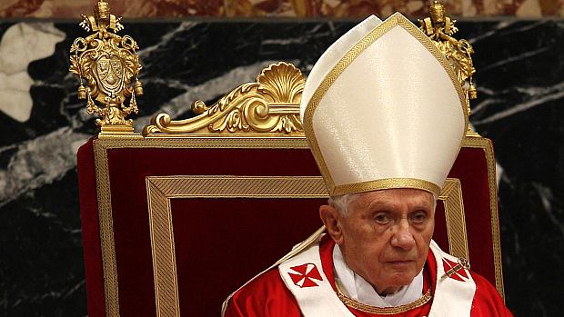 Jornal italiano publicou documentos que falam em complô contra o papa Bento XVI