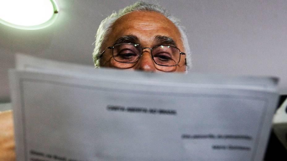José Genoino lê carta aberta ao Brasil no diretório do PT em SP, em 10/10/2012