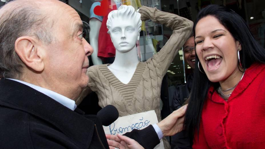 José Serra durante campanha no bairro do Bom Retiro
