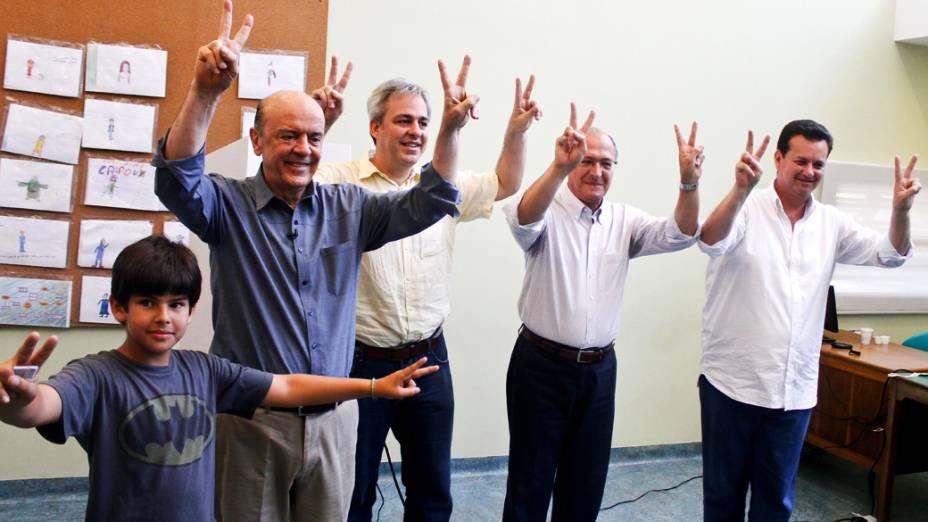 O candidato à Prefeitura de SP José Serra (PSDB) vota no Colégio Santa Cruz, no Morumbi