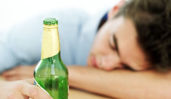 jovem-alcool-bebida-20132901-original.jpeg