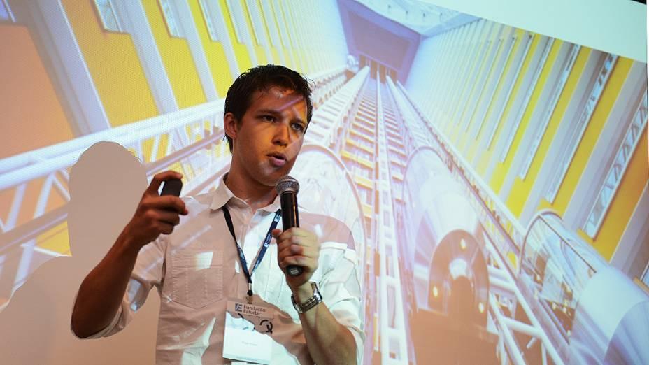Palestra Roger Koeppl durante semifinal do Prêmio Jovens Inspiradores