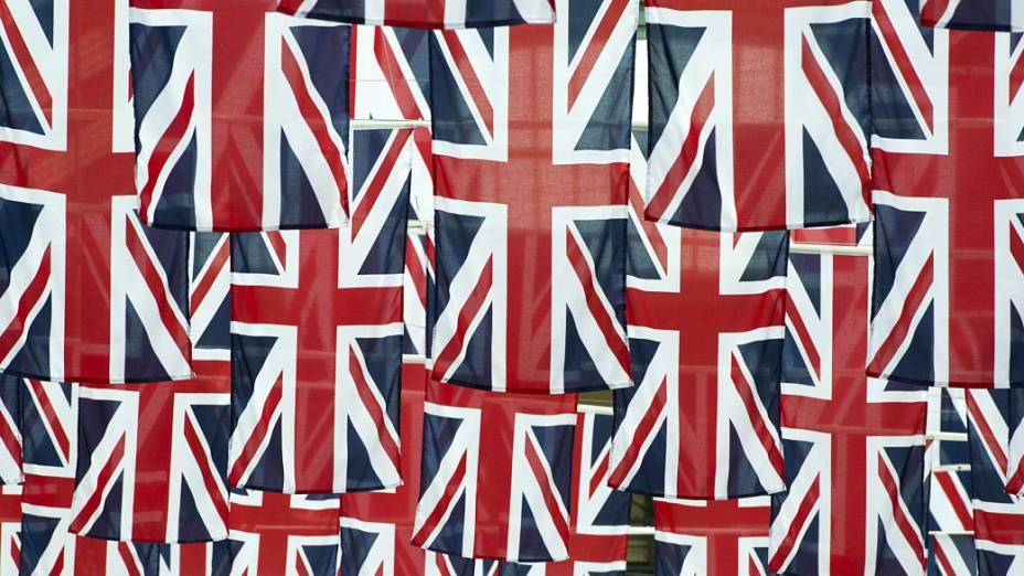 Bandeiras do Reino Unido em rua do centro de Londres durante a preparação para o Jubileu de Diamante da rainha Elizabeth II