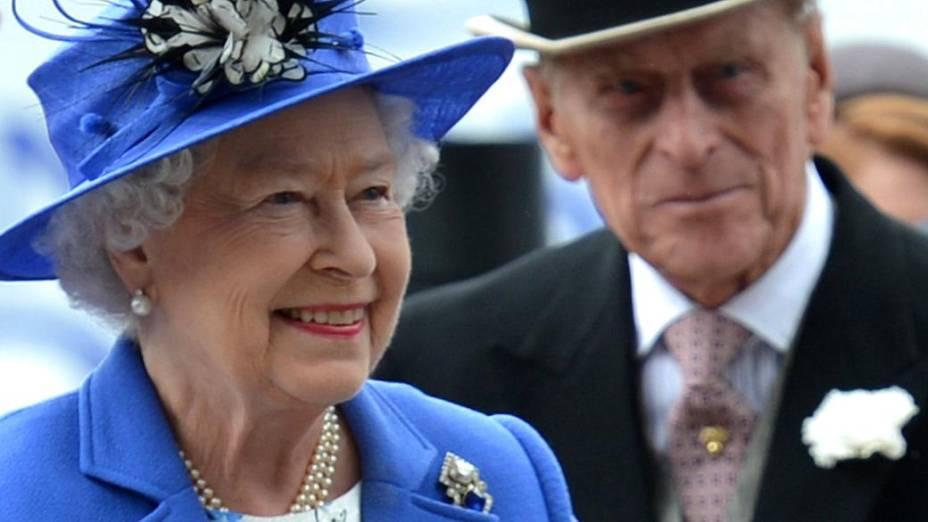 Jubileu: Elizabeth II e seu marido, príncipe Philip, chegam para primeiro dia de comemorações