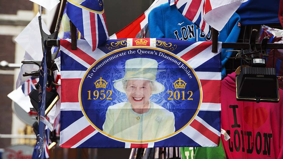 Ruas decoradas para as celebrações do jubileu de diamante da rainha Elizabeth II. Comemoração de 60 anos do reinado é feriado nacional e vai até o dia 5 desse mês