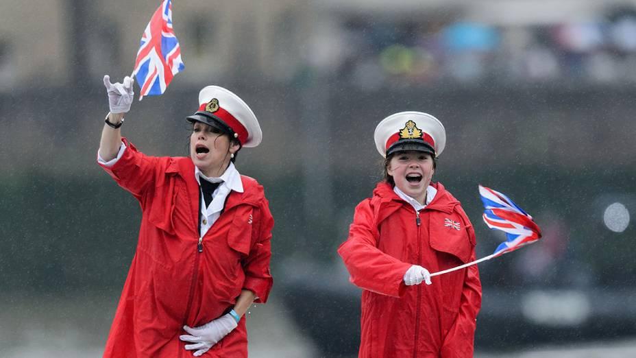 Inglesas comemoram o jubileu de diamante da Rainha Elizabeth II