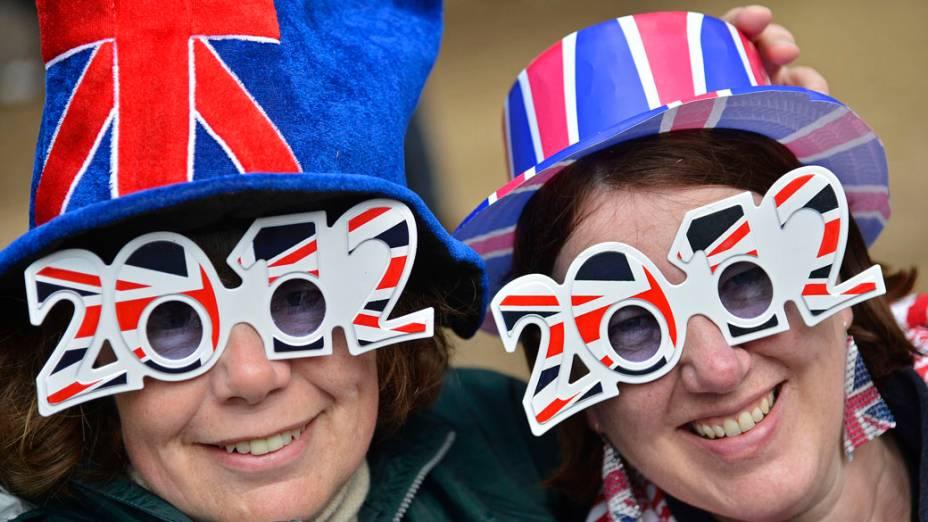 Inglesas aguradam show no Palácio de Buckingham