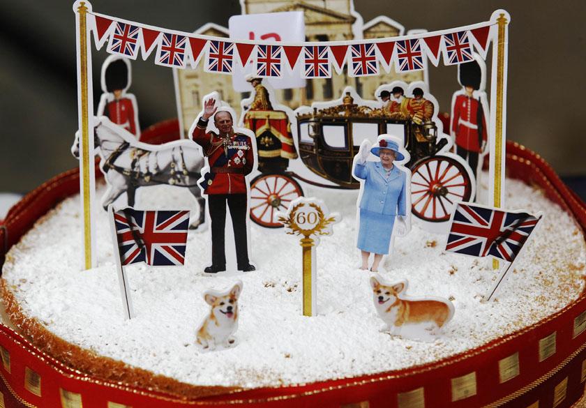 Bolo decorado em comemoração ao jubileu de diamante da Rainha Elizabeth II