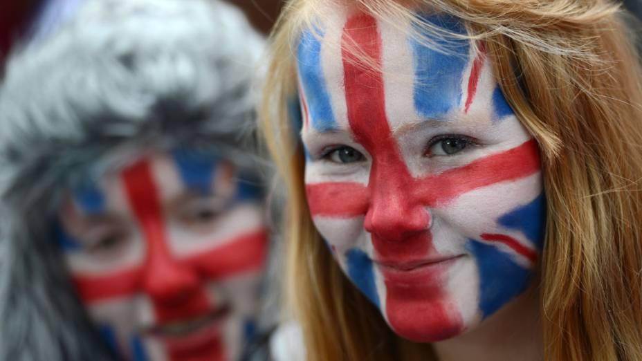 Menina com a bandeira do Reino Unido pintada no rosto, em Londres