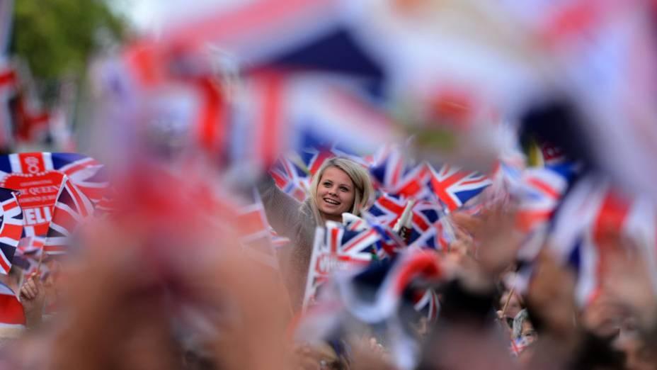 Público durante show no Palácio de Buckingham em comemoração ao jublieu de diamante da Rainha Elizabeth II