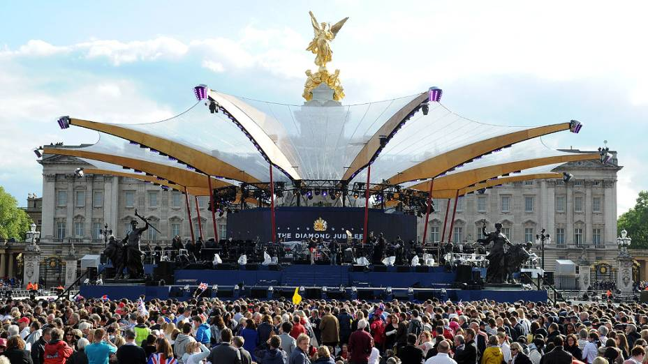 Palco montado em frente ao Palácio de Buckingham nas comemorações do jublieu de diamante da Rainha Elizaberth II