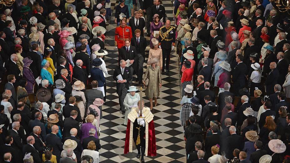 A rainha Elizabeth II iniciou nesta terça-feira o último dia da celebração do Jubileu de Diamante com uma missa de ação de graças na Catedral de São Paulo