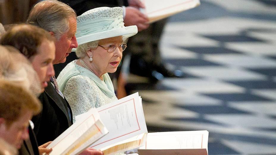 Elizabeth II celebra último dia do Jubileu de Diamante com missa
