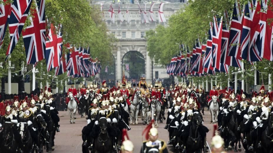Cavalaria em frente ao Palácio de Buckingham, durante o jublieu da Rainha Elizabeth II