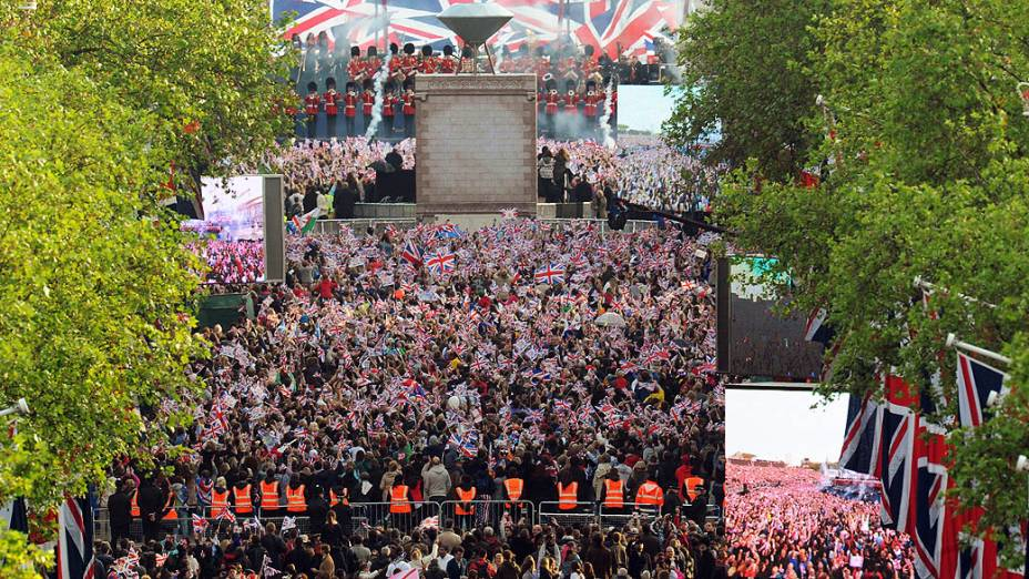 Público durante o concerto em homenagem à Rainha Elizabeth II no Jubileu de Diamante