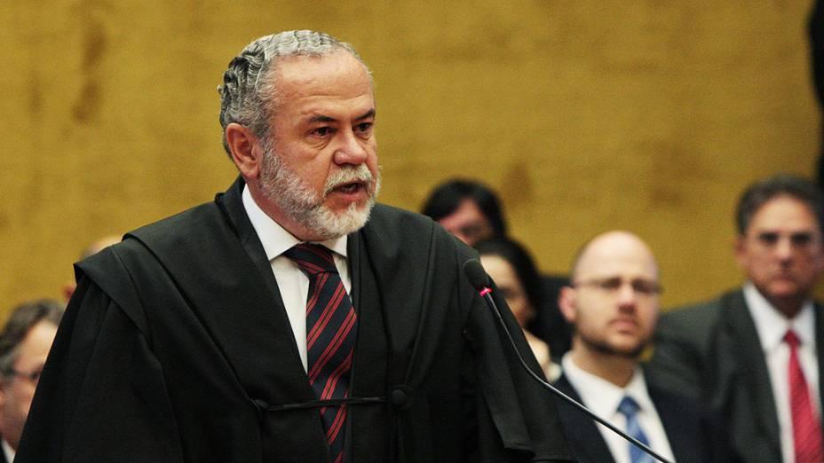 O advogado de defesa de Cristiano de Mello Paz, no plenário do STF, durante julgamento do mensalão, em 07/08/2012