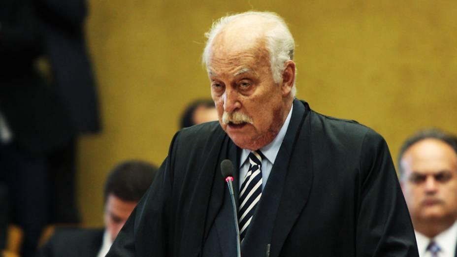 O advogado Paulo Sérgio Abreu, defensor do advogado Rogério Tolentino, no plenário do STF, durante julgamento do mensalão, em 07/08/2012