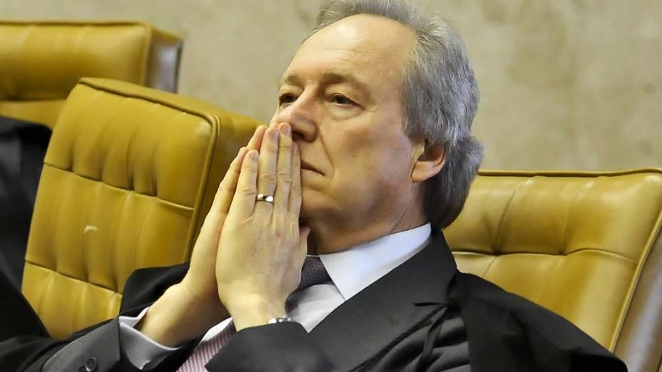 O ministro do Supremo Tribunal Federal (STF), Ricardo Lewandowski, durante julgamento do mensalão em sessão em que os advogados fazem a defesa dos réus, em 07/08/2012