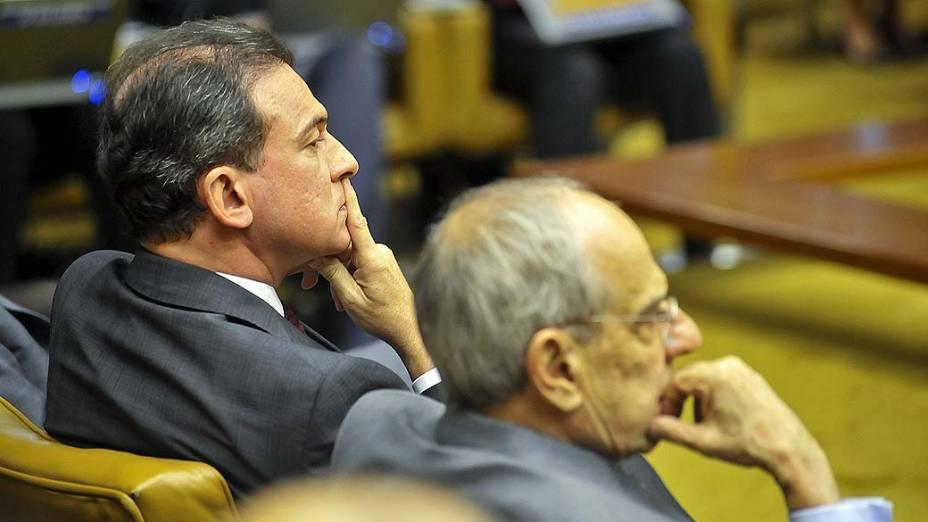 O presidente nacional da OAB, Ophir Cavalcante, e o advogado Marcio Tomaz Bastos, durante julgamento do mensalão em sessão em que os advogados fazem a defesa dos réus, no STF, em 07/08/2012
