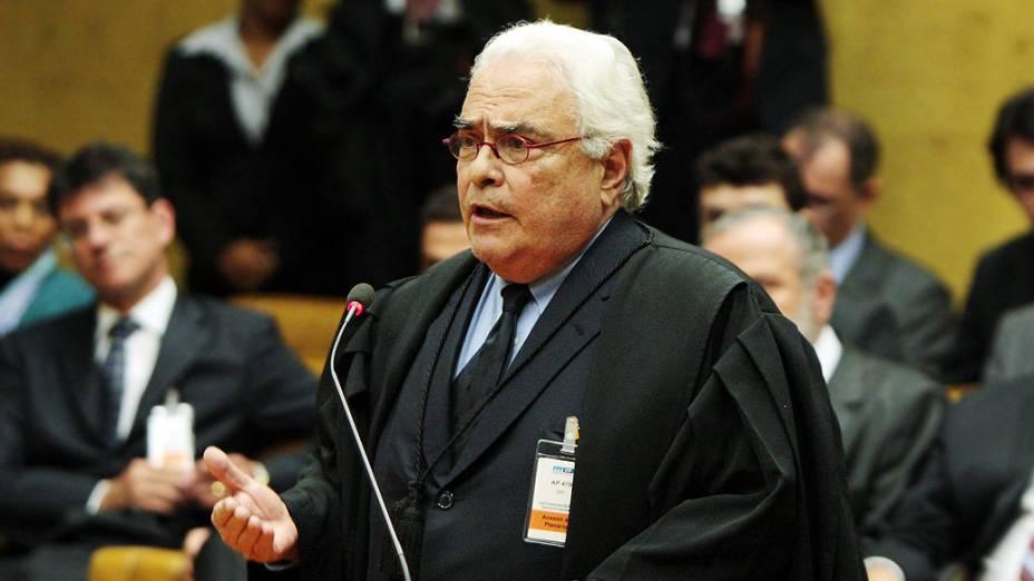 O advogado José Carlos Dias, defensor da ex presidente do Banco Rural, Kátia Rabello, no plenário do STF, durante julgamento do mensalão, em 07/08/2012