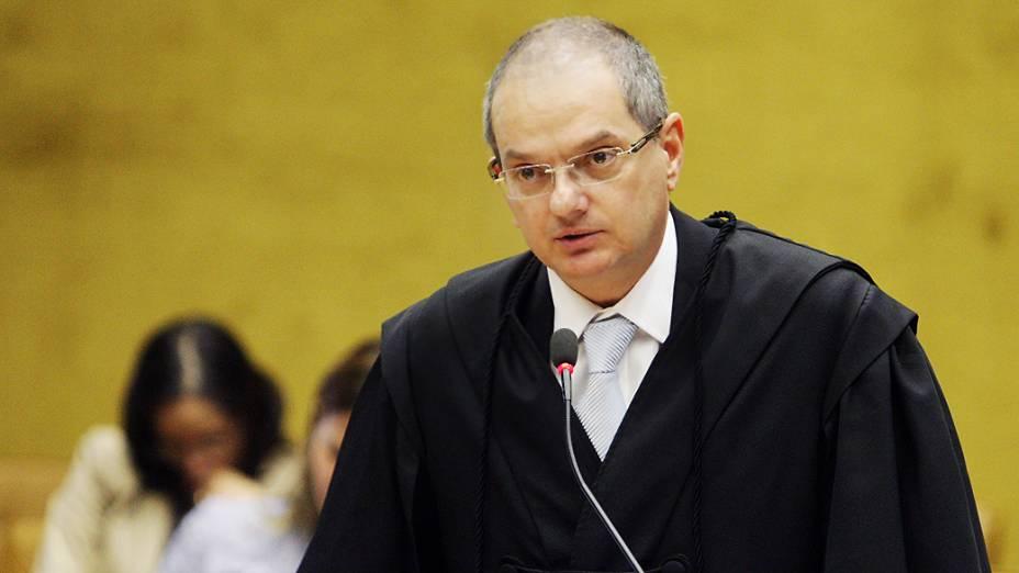 O advogado José Antonio Duarte Alvares, defensor de Pedro Henry Neto, no plenário do STF, durante julgamento do mensalão, em 09/08/2012