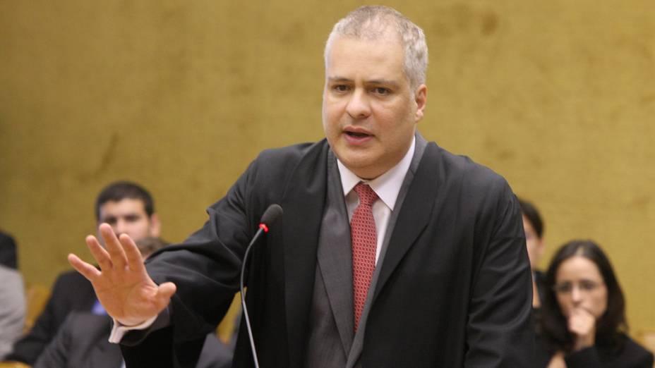 O advogado Marcelo Luiz Ávila de Bessa, defensor do deputado federal Valdemar da Costa Neto, durante julgamento do mensalão, em 10/08/2012