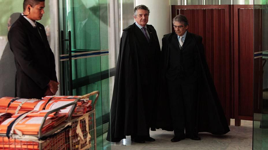Ministros do STF entrando na plenária para início da sessão destinada ao julgamento do mensalão, em 13/08/2012