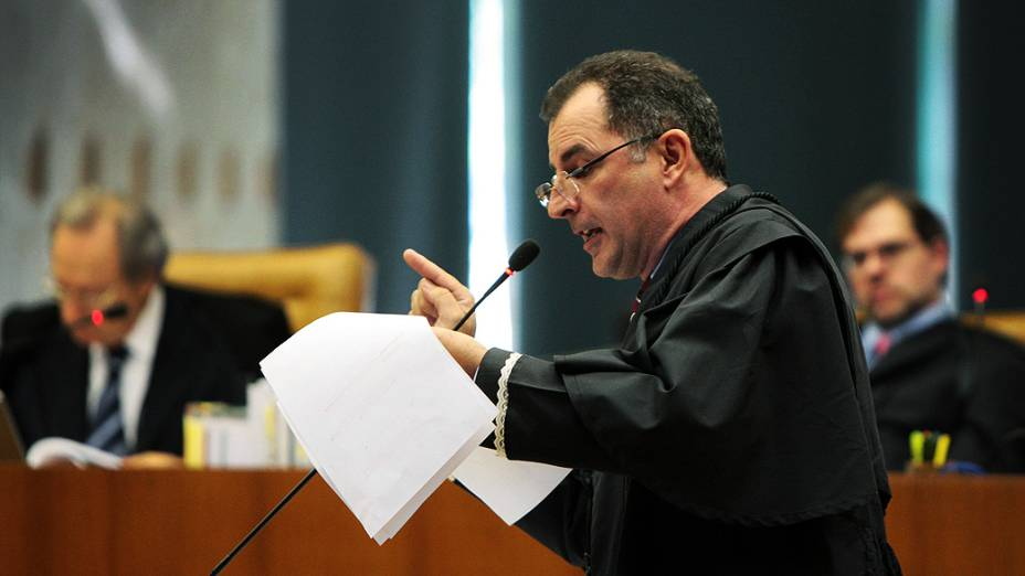 O advogado de defesa de Emerson Eloy Palmieri, durante julgamento do mensalão, em 10/08/2012