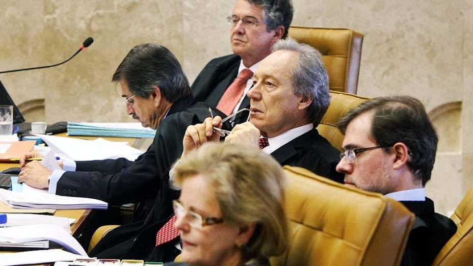 Ministros durante o nono dia do julgamento do mensalão, em 14/08/2012