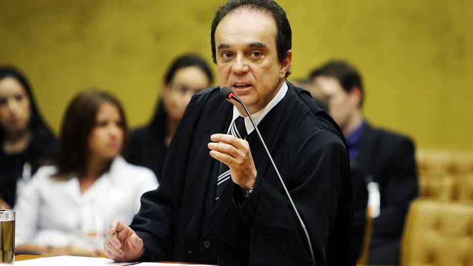 Advogado de defesa de João Magno de Moura, durante julgamento do mensalão, em 14/08/2012