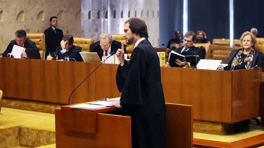 O advogado Pierpaolo Bottini, defensor de Luiz Carlos da Silva (Prof. Luizinho), durante julgamento do mensalão, em 14/08/2012