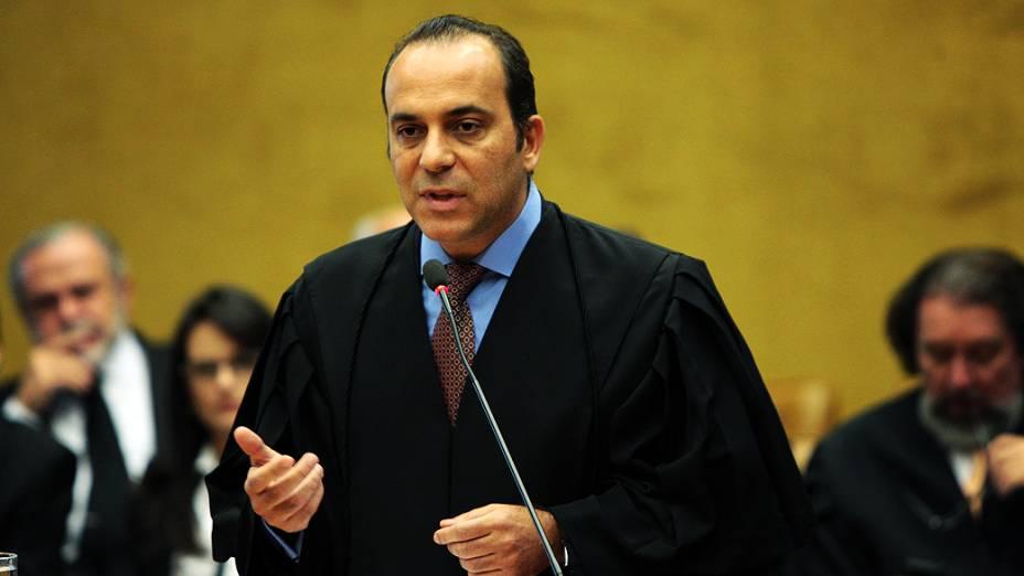 O advogado Roberto Pagliuso, defensor do ex-chefe de gabinete do Ministério dos Transportes, José Luiz Alves, durante julgamento do mensalão, em 15/08/2012