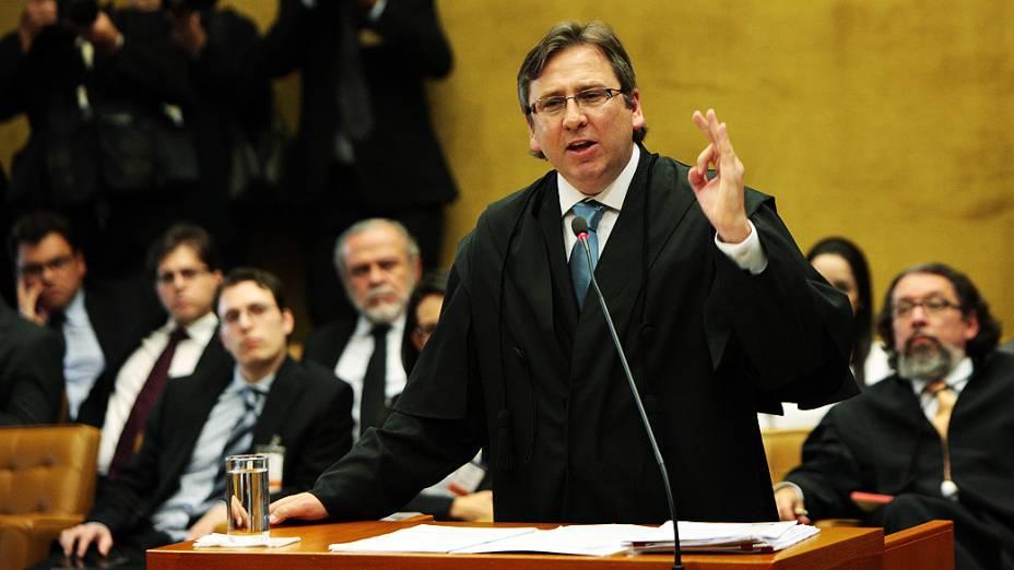 O advogado Luciano Feldens, defensor de Duda Mendonça e Zilmar Fernandes Silveira, durante julgamento do mensalão, em 15/08/2012