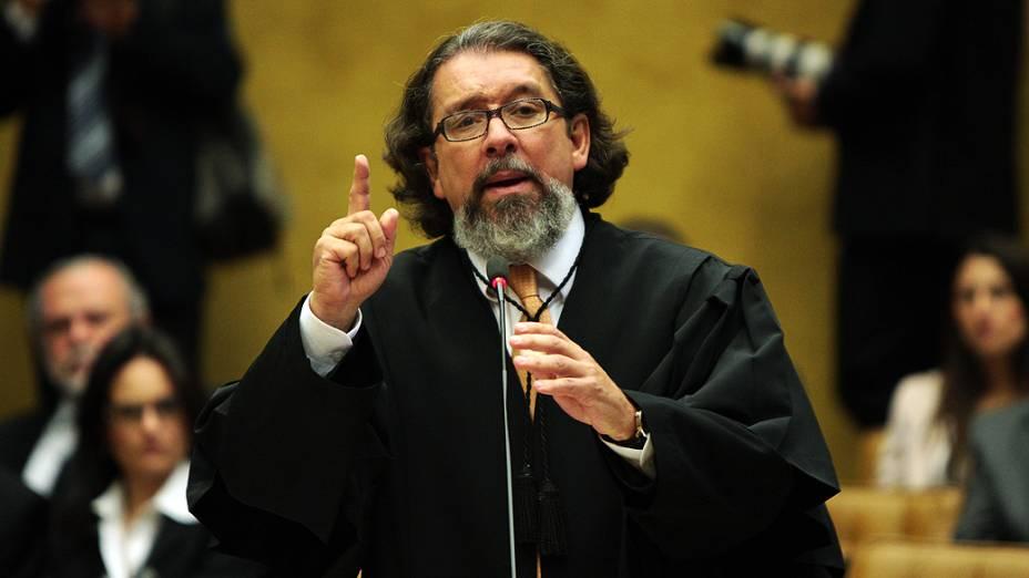 O advogado Antonio Carlos Castro, Kakay, defensor de Duda Mendonça e Zilmar Fernandes Silveira, durante julgamento do mensalão, em 15/08/2012