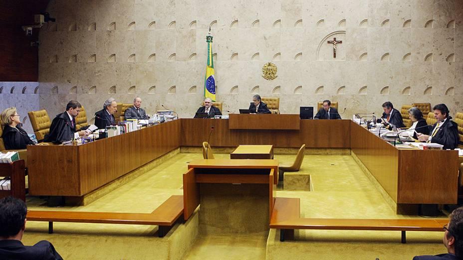 Os ministros do STF retomaram na sessão plenária o julgamento do mensalão