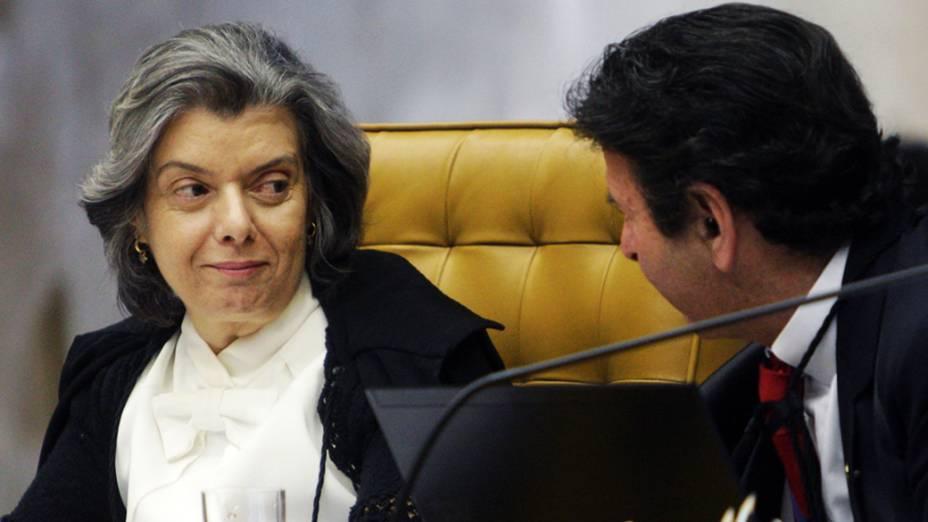 Ministra Cármen Lúcia e ministro Luiz Fux no julgamento do mensalão, em 10/09/2012