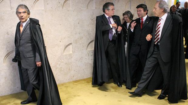 Ministros no intervalo do julgamento do mensalão, em 12/09/2012