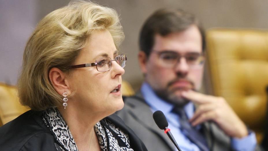 Ministra Rosa Weber durante julgamento do mensalão