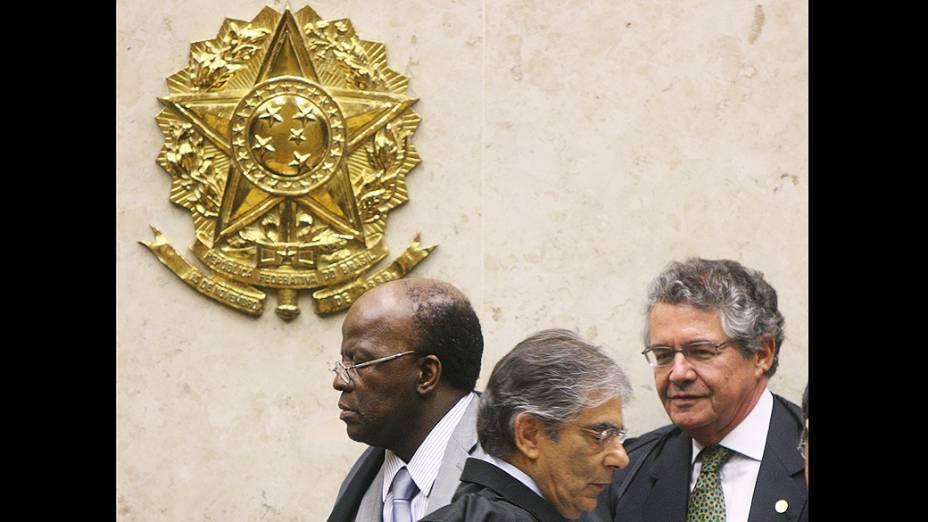 Ministros do STF durante julgamento que analisa imputação de lavagem de dinheiro a réus ligados ao PTB