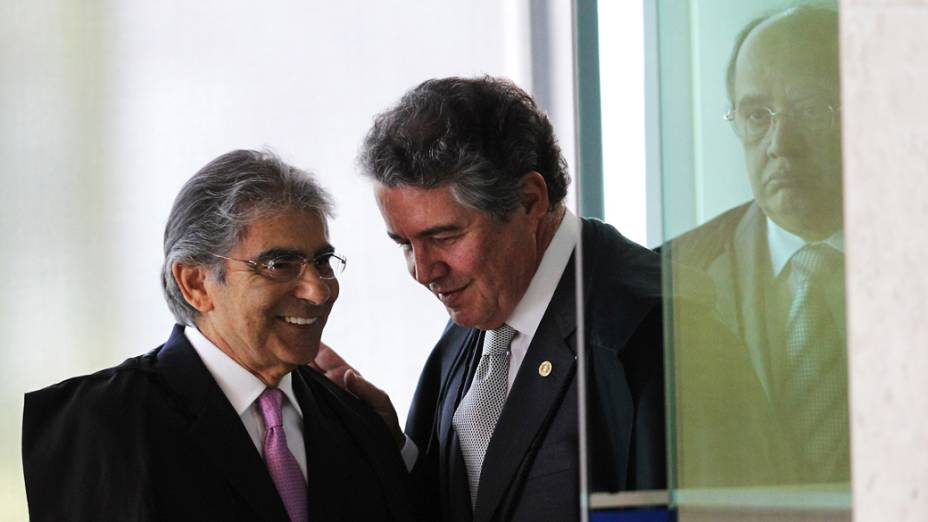 Ministros Carlos Ayres Britto, Marco Aurélio Mello e Gilmar Mendes, no início do julgamento do mensalão no Supremo Tribunal Federal, em 03/10/2012