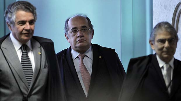 Os ministros Marco Aurélio, Gilmar Mendes e Ayres Britto durante o julgamento do mensalão, em 17/10/2012