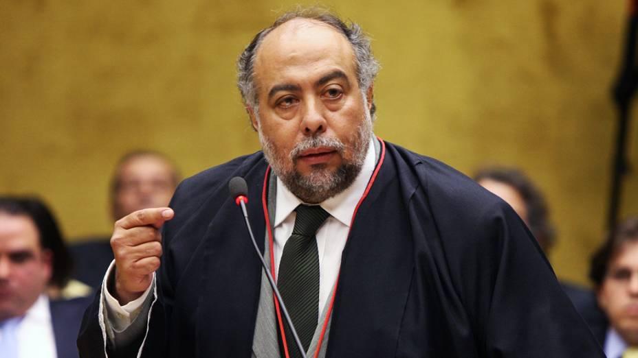 O advogado de defesa de Ramon Hollerbach Cardoso, no plenário do STF, durante julgamento do mensalão, em 06/08/2012