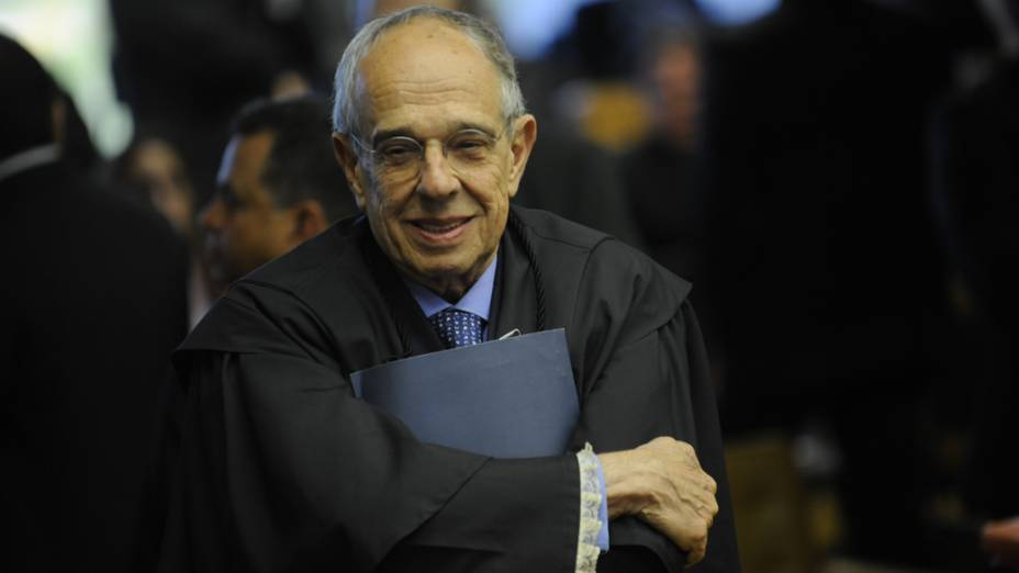 O advogado, Márcio Thomaz Bastos, chega para o julgamento da Ação Penal 470, mais conhecida como processo do mensalão