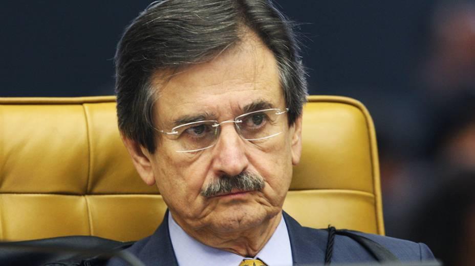<br><br>  Ministro Cezar Peluzo durante sessão que julga Ação Penal 470<br><br>