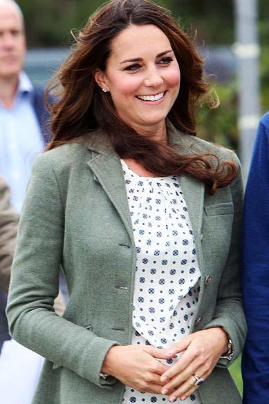 Kate Middleton faz sua primeira aparição pública, nesta sexta-feia (30) desde o anúncio de sua gravidez